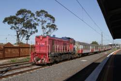 P17 leads a push-pull set ex-Bacchus Marsh through Middle Footscray