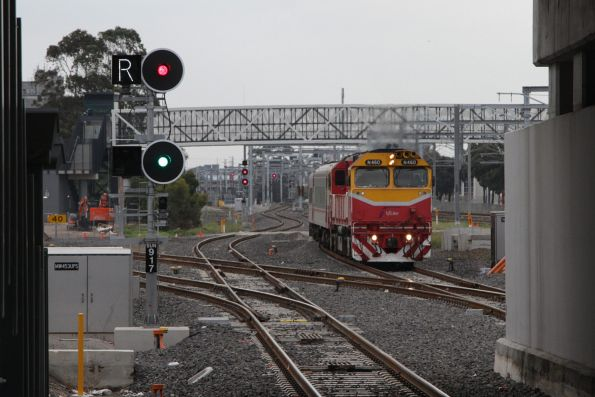 N460 leads the up Swan Hill service onto the RRL tracks at Sunshine