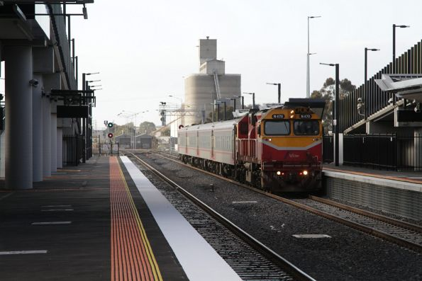 N470 runs express through Sunshine with the down Swan Hill service