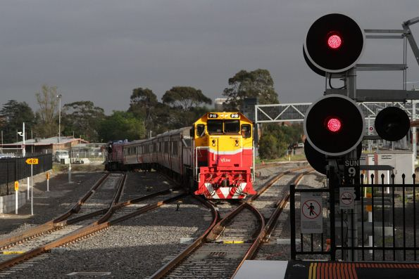 P15 arrives into Sunshine with an up Bacchus Marsh service