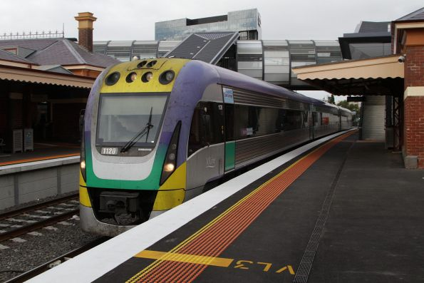 Citybound VLocity 3VL20 arrives at Footscray platform 3