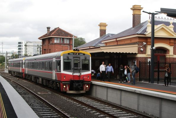 Sprinter 7002 and classmate arrive into Footscray on a down service