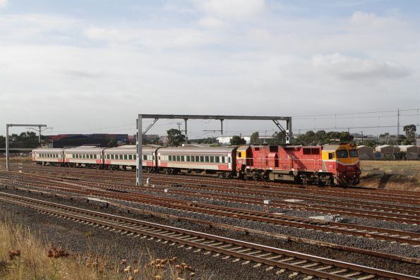 N455 leads the down Swan Hill service towards Sunshine