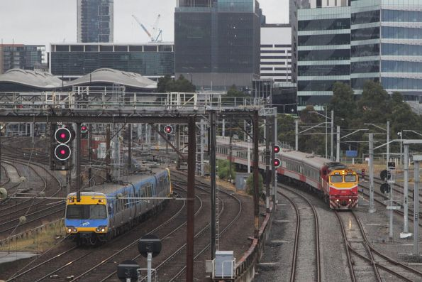 N class hauled service departs Southern Cross on the RRL tracks, parallel with a Comeng train on the suburban tracks