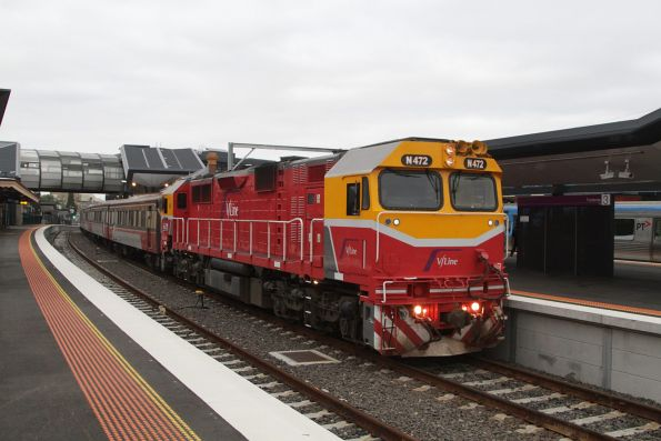N472 arrives into Footscray with an up service