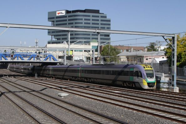 VLocity 3VL32 and classmate depart Footscray on the down