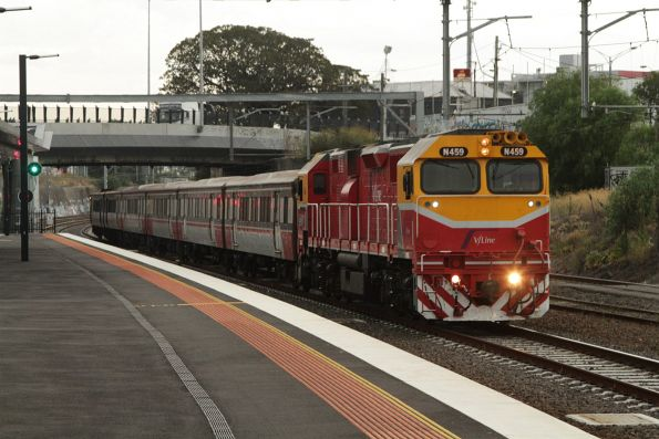 N459 arrives into Footscray with a down Bacchus Marsh service