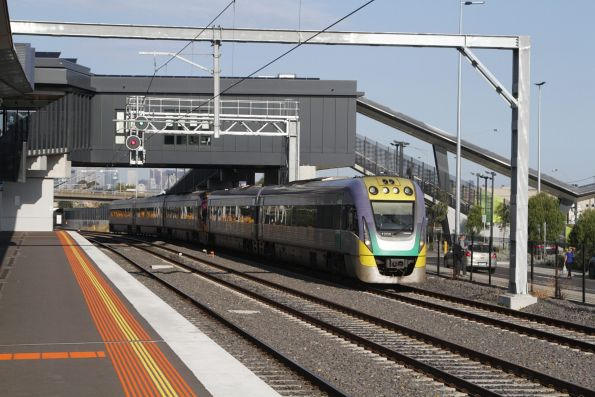 VLocity VL06 and classmate head express through West Footscray on the down