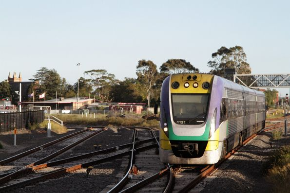 VLocity 3VL21 arrives into Sunshine on an up Bendigo service