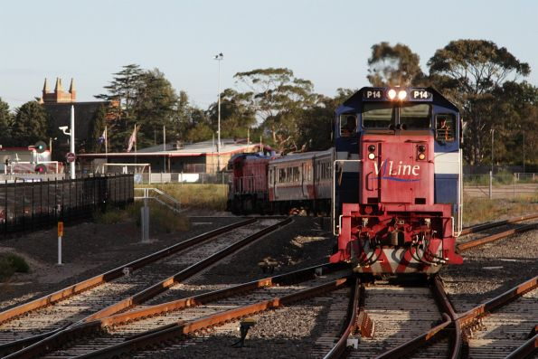 P14 arrives into Sunshine with an up Bacchus Marsh service