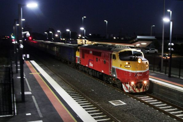 A66 arrives at Sunshine with a down Bacchus Marsh service