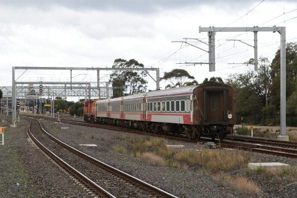 Up Swan Hill service diverges onto the RRL tracks at Sunshine