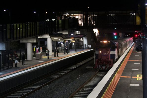 P14 leads a push-pull set through Sunshine, returning empty cars from Wyndham Vale