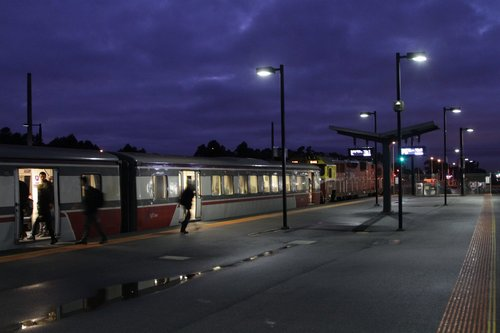 Passengers at Deer Park board at citybound service led by N461