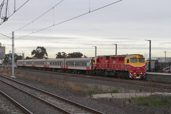 N471 leads the down Swan Hill service express through Sunshine
