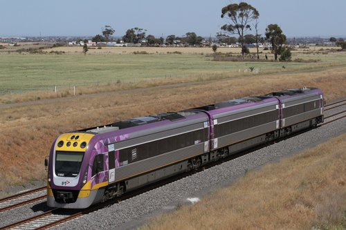 VLocity 3VL00 on an up Geelong service approaches the Boundary Road bridge at Tarneit