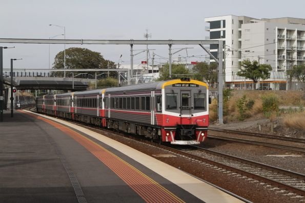 Sprinter 7002 and four classmates arrive into Footscray on the down