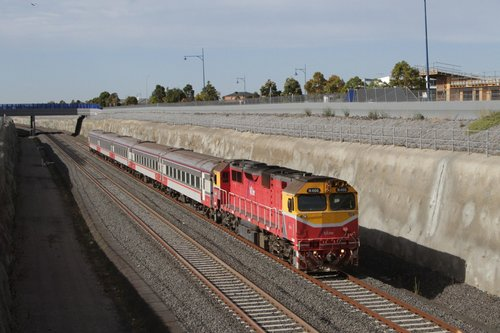 N466 leads the up Warrnambool service into Wyndham Vale