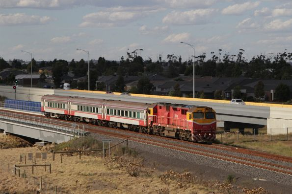 N460 leads a down Geelong train over Lollypop Creek, Wyndham Vale