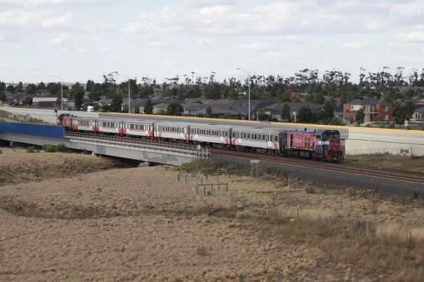 P16 leads a push-pull consist empty cars towards the turnback siding at Wyndham Vale South