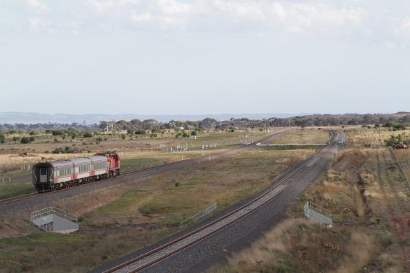N453 leads a down Geelong service away from Wyndham Vale South
