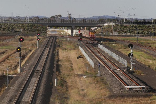Empty push-pull consist arrives at the Wyndham Vale South turnback siding