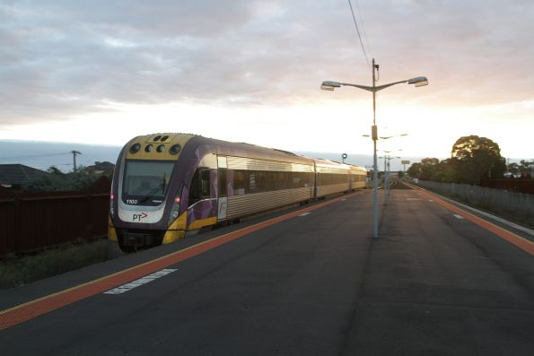 VLocity 3VL00 departs Ardeer station on a down service