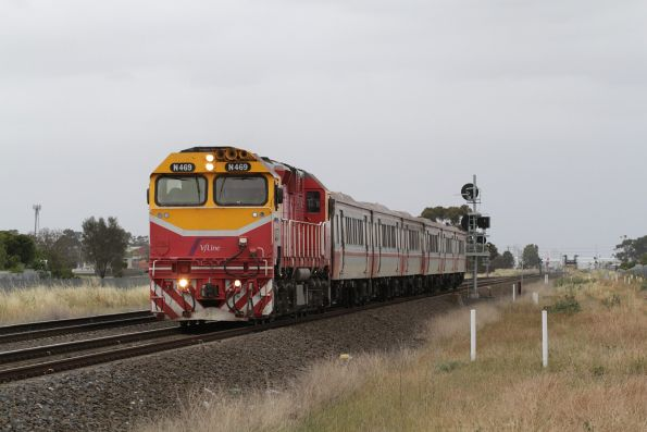 N469 leads a down Bacchus Marsh service towards Deer Park Junction