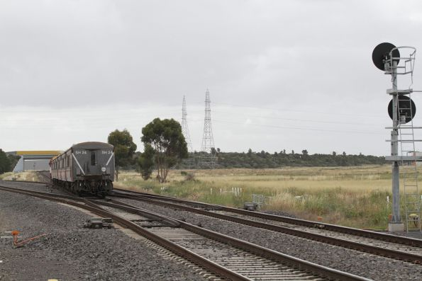 N469 leads a down Bacchus Marsh service through Deer Park Junction