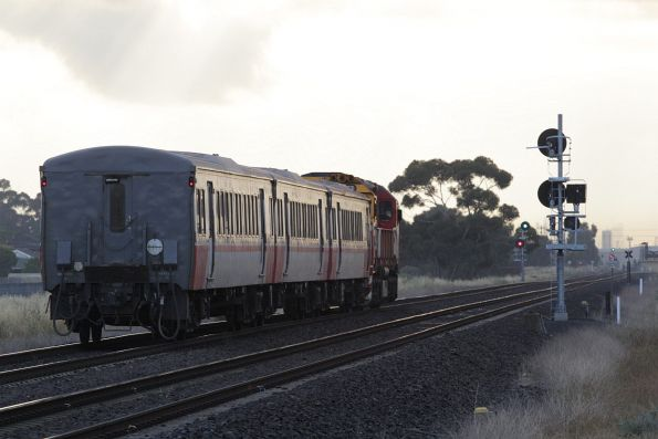 N462 leads an up Bacchus Marsh service through Deer Park Junction