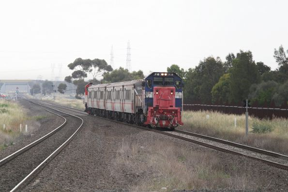 P18 leads an up push-pull consist into Deer Park station