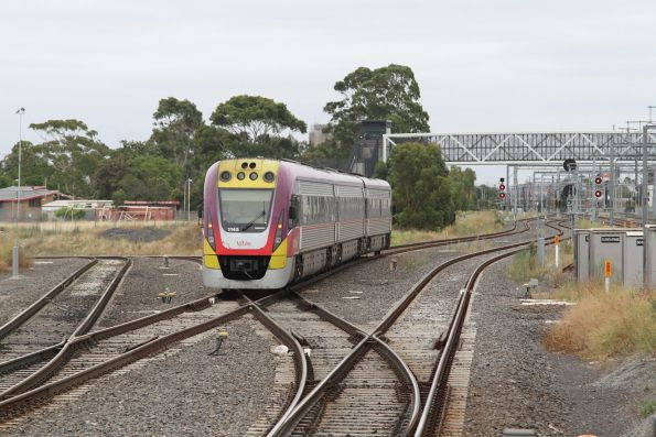 VLocity VL45 station on a down Bendigo service approaches a red signal at Sunshine, waiting to head onto the suburban tracks