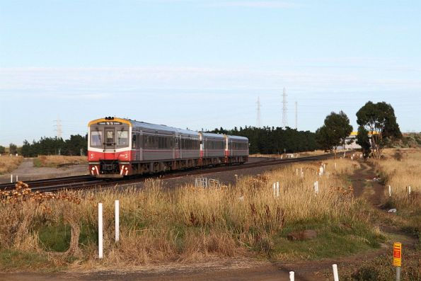Sprinter 7006 and three classmates approach Deer Park Junction with an up Geelong service