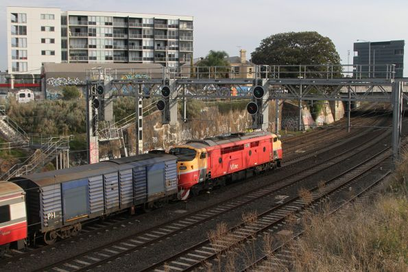 A66 approaches Footscray on the down Bacchus Marsh service