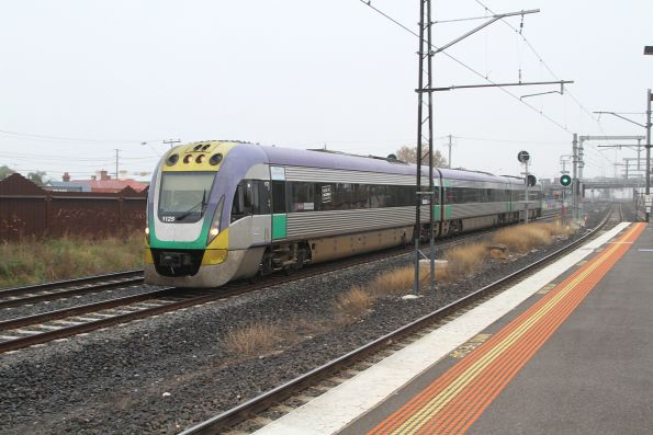 VLocity VL25 on the up at Middle Footscray