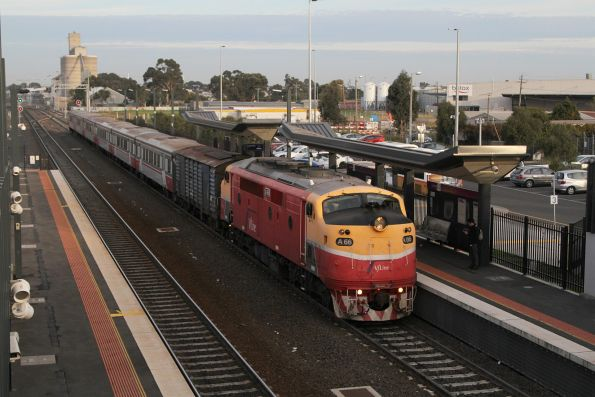 A66 arrives into Sunshine with a down Bacchus Marsh service
