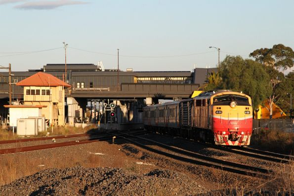 A66 departs Sunshine with a down Bacchus Marsh service