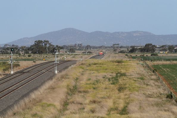 N452 leads the up Warrnambool service between Wyndham Vale and Tarneit