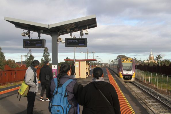 VLocity VL06 and classmate arrive into Ardeer station on the up