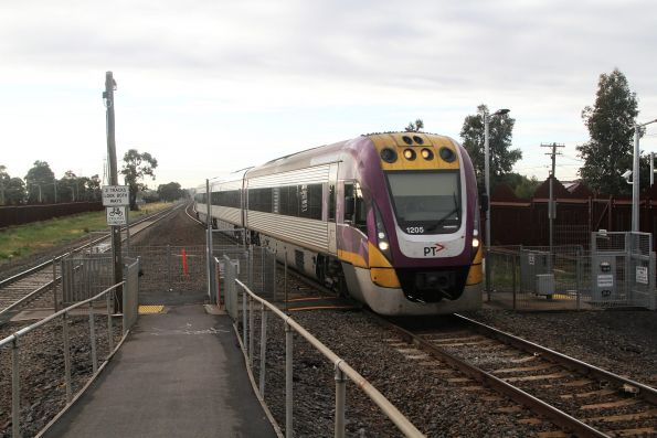 VLocity VL05 arrives into Ardeer station with a down Ararat service