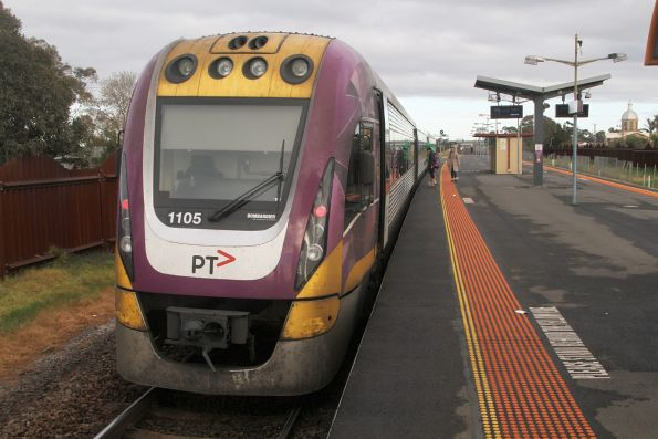 VLocity VL05 pauses at Ardeer station with a down Ararat service