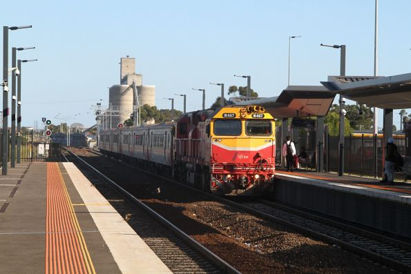 N467 arrives into Sunshine with a down Geelong service