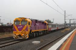N459 leads an up H set at Middle Footscray