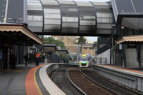 VLocity arrives into Footscray with an up service