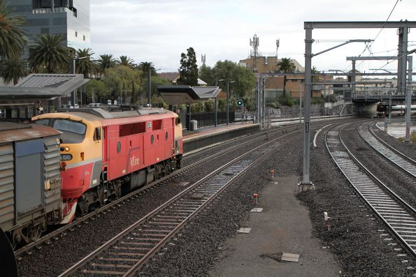 A66 arrives into Footscray with a down Bacchus Marsh service