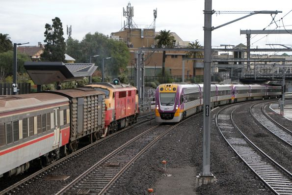 A66 passes VLocity VL72 and classmate at Footscray