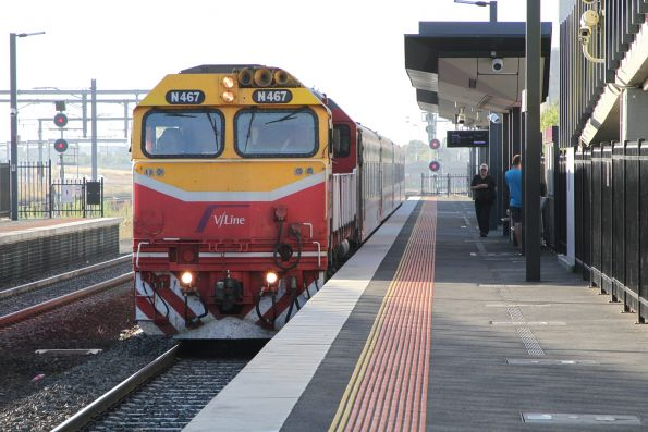 N467 leads the down Swan Hill express through Sunshine