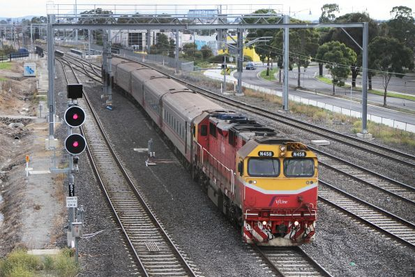 N458 leads the up Swan Hill service onto the RRL tracks at Sunshine