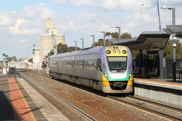VLocity VL38 leads a down Eaglehawk service through Sunshine