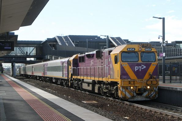 N454 on an up Warrnambool service at Sunshine
